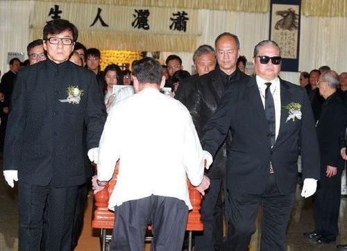 在香港扶灵意味着什么?为什么没有女星扶灵-第1张图片-爱薇女性网