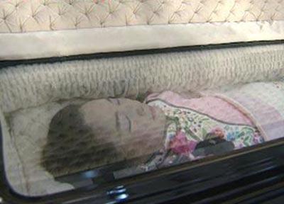 邓丽君死亡真相揭秘:脸上现巴掌印,死后曾三次托梦-第2张图片-爱薇女性网