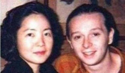 邓丽君死亡真相揭秘:脸上现巴掌印,死后曾三次托梦-第4张图片-爱薇女性网