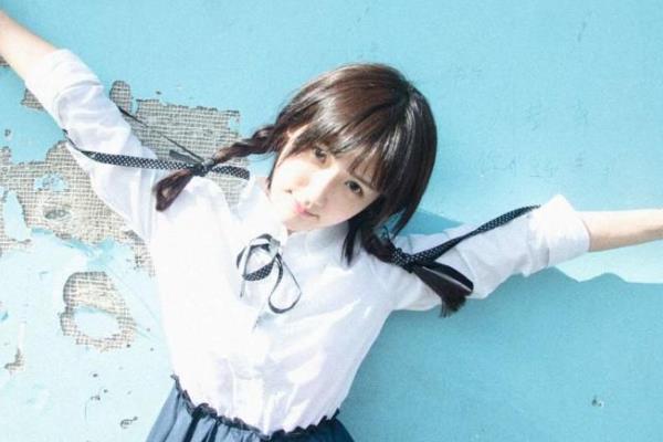 中国最美校服女生:毕业于中国传媒大学,被指青纯度远超奶茶妹妹-第3张图片-爱薇女性网