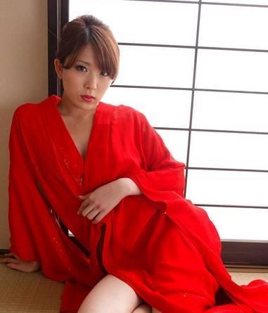 盘点日本十大公认的神级步兵av女优,个个都是人间尤物-第3张图片-爱薇女性网