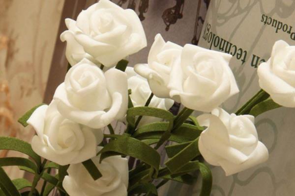 白玫瑰代表什么意思?表达纯洁浪漫的爱情