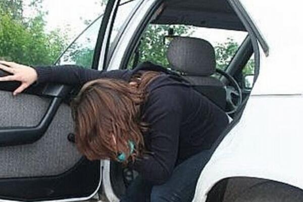 晕车怎么办最有效方法:用风油精涂太阳穴,或闻生姜片可以缓解-第2张图片-爱薇女性网