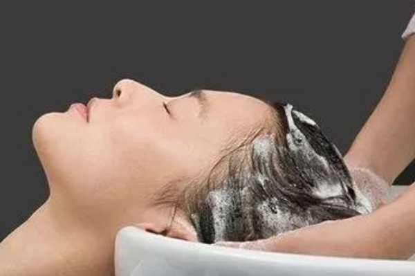 晚上为什么不能洗头:可以洗,但要吹干头发后才可以睡觉-第4张图片-爱薇女性网