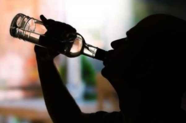 酗酒的危害主要有哪些:损害肝脏以及诱发心血管疾病