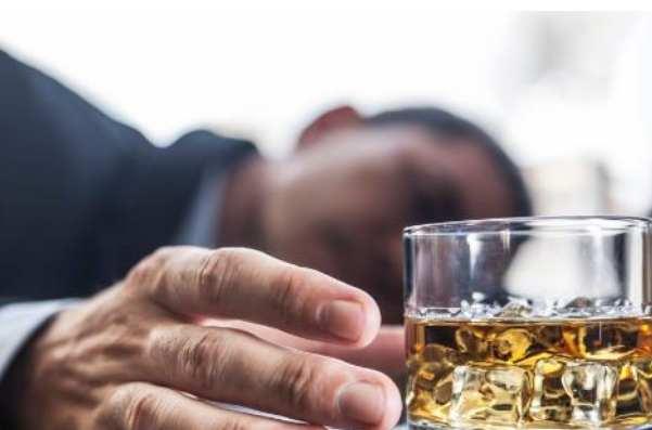 酗酒的危害主要有哪些:损害肝脏以及诱发心血管疾病-第2张图片-爱薇女性网