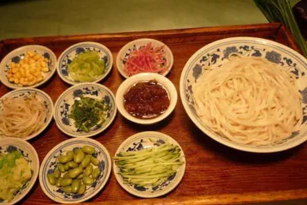 老北京小吃都有哪些:老北京炸酱面被誉为中国十大面条之一-第2张图片-爱薇女性网